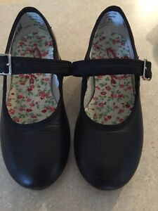 Tap shoes - Capezio like new toddler size 11