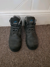 Pro Man Safety Boots for sale size 7 (41)
