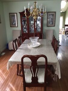Dining table for quick sale  free wall hanging with it