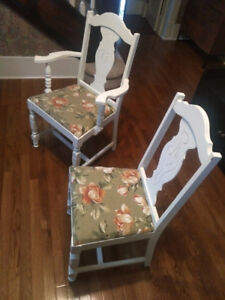 Newly chalk painted antiquesolid wood table with leaf & 6 chairs
