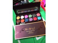 Max touch Italy wet n dry makeup kit