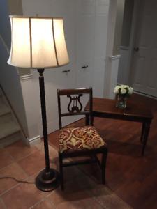 LAMPE SU PIED/CHAISE ANTIQUE/BANC AVEC RANGEMENT