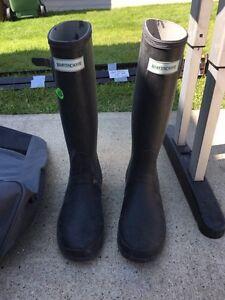 Women's size 8 rubber boots