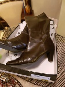 Worn once Mint tall Ladies boots 10 wide