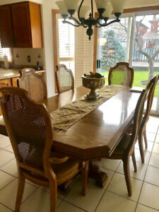 Solid oak table with extension and 6 beautiful chairs!