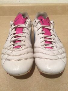 Women's Nike Tiempo Outdoor Soccer Cleats Size 8 London Ontario image 5