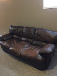 Nice leather couch and love seat. London Ontario image 6
