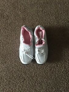 "BNWT DANSKIN NOW""RUNNING SHOES size 5"