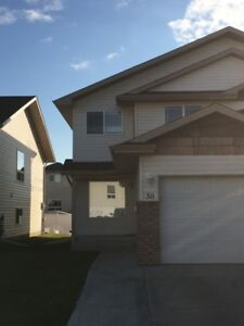 ***Half off First Month Rent!*** Well Kept 2 Storey Condo