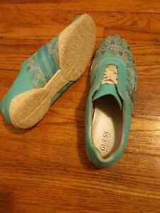 Guess shoes  Stratford Kitchener Area image 4