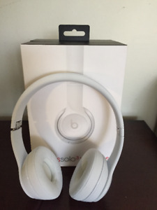 Beats  solo3 wireless headphones in white - PERFECT CONDITION