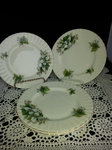 Four Royal Albert Trillium Salad Plates