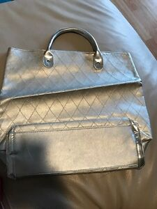 Small tote in silver