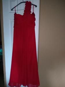 Robes rouges 60$ chacune négociable