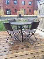 Ensemble de patio- table et 4 chaises pliante