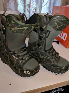 ThirtyTwo Lashed mens size 9 boots