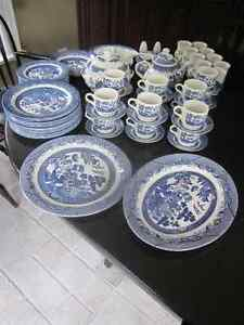 Vintage Churchill Made in Staffordshire England - Blue Willow Cambridge Kitchener Area image 9