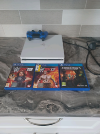 Playstation 4 with controller and 3x games