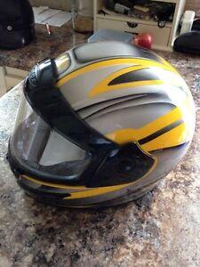 Casque de moto, motoneige ou vtt