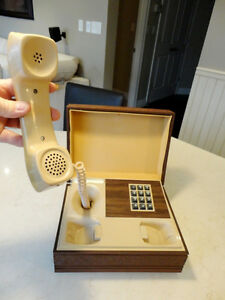 12 Vintage Phones Plus a Number of Phone Parts From 1970's-80's Kitchener / Waterloo Kitchener Area image 2