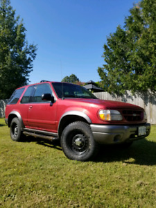 2001 ford explorer LOW KM!!!!!