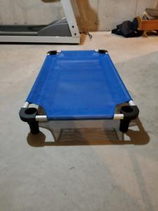 Dog position training cot / platform