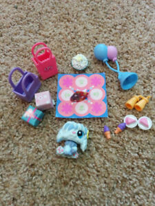 Littlest Pet Shops party set, like new condition, $10