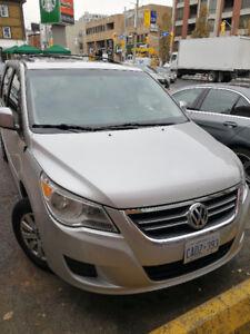 2009 Volkswagen Routan Minivan, Van