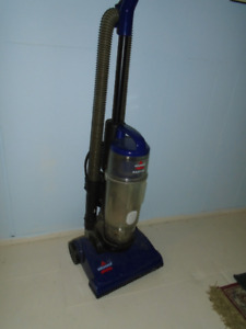 "Vacuum Cleaner :  Bissell ""Easyvac"" Upright bag free"