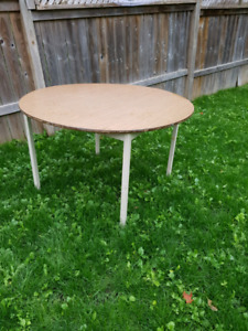 3 large round tables