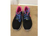 Girls Nike roshe runs