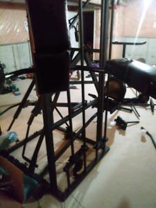 Globo Gym, leg extension, shoulder press, bench press, lat pull