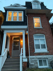 Bedroom Available for Summer Sublet Near Queens University