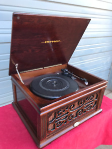 """""""Vintage Style"""" Crosley Record Player *NEW*"""