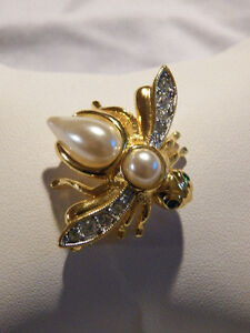 JOAN RIVERS BEE BROOCH