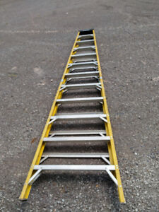 12' Featherlite step ladder