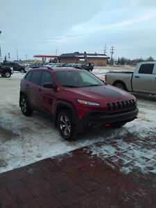 2016 Jeep Cherokee Trailhawk like new !!