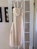 Robe de Soirée NEUVE Ivoire XL 20$