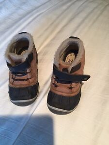 Boys size 7.5 Stride Rite shoes/boots