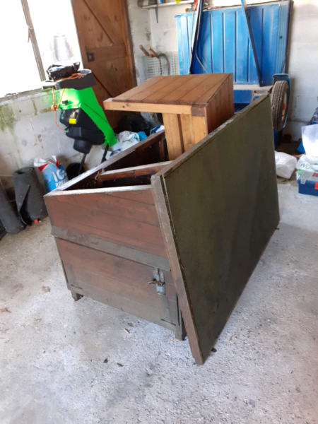 Chicken coop and separate shelter  for sale  Corfe Mullen, Wimborne