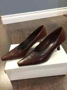 Brand New Women's Naturalizer Brown Leather Heel, Size 7B