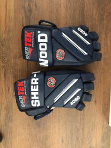 Sherwood mens hockey gloves