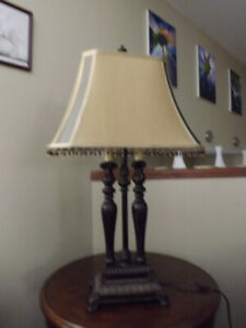 2 matching living room lamps