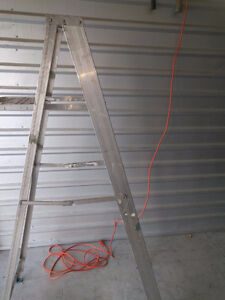 LADDERS - USED, ALUMINUM, 4', LIGHTWEIGHT, HEAVY-DUTY