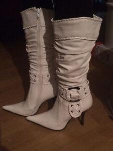 Bottes pour femme 1paire blanche & 1 paire noire