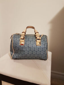 Authentic Michael Kors purse in very good condition