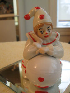"""An ADORABLE OLD VINTAGE TINY CHINA """"CLOWN"""" for the COLLECTOR"""