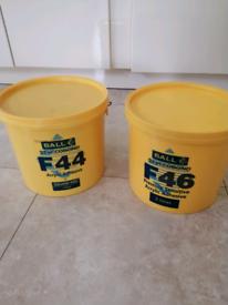 2 tubs of styccbond vinyl floor adhesive