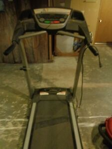 Treadmill 610T--MINT conditon(electric)--Looking for quick sale