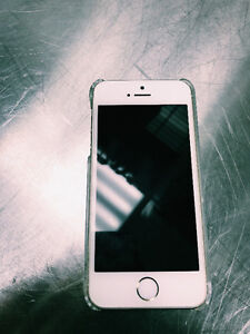UNLOCKED IPHONE 5S FOR SALE. 16GB. IN EXCELLENT CONDITION.